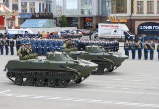 Second-generation airborne combat vehicles witn crews