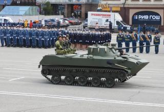Second-generation airborne combat vehicle witn crew