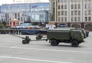KAMAZ trucks towing 85mm D-44 guns